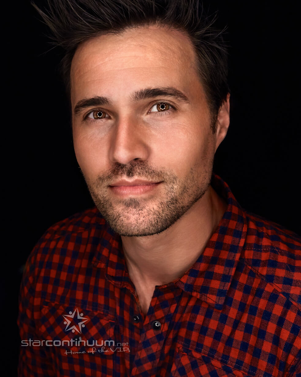 starcontinuum.net | Faces | Brett Dalton